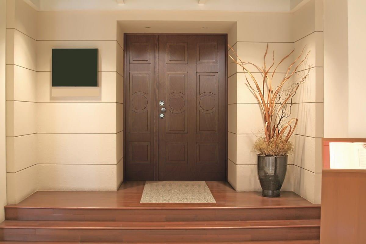 nos conseils pour l entretien d une porte en bois. Black Bedroom Furniture Sets. Home Design Ideas